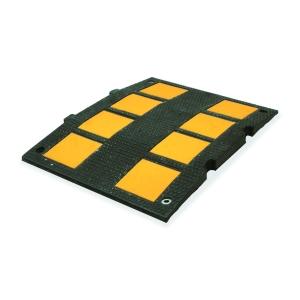 Reductor de velocidad en caucho reciclado con bandas reflectantes 600x470x30mm.