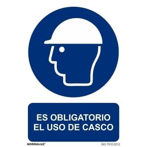 Placa de ES OBLIGATORIO EL USO DE CASCO NORMALUZ de PVC 297 x 210 mm